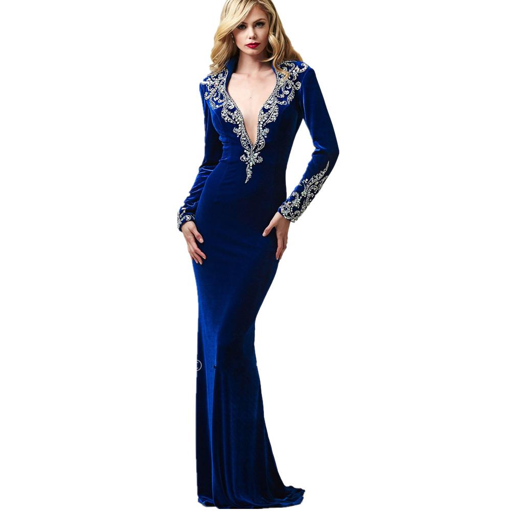 ef757203bcdfc47 Наиболее соблазнительно выглядит длинное бархатное платье с боковым разрезом  на ноге, доходящим до середины бедра. Ткань красива сама по себе, ...