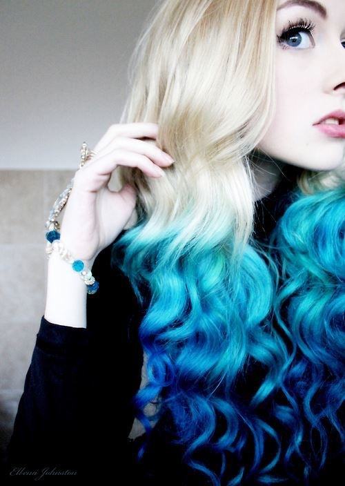 Бело-синие волосы