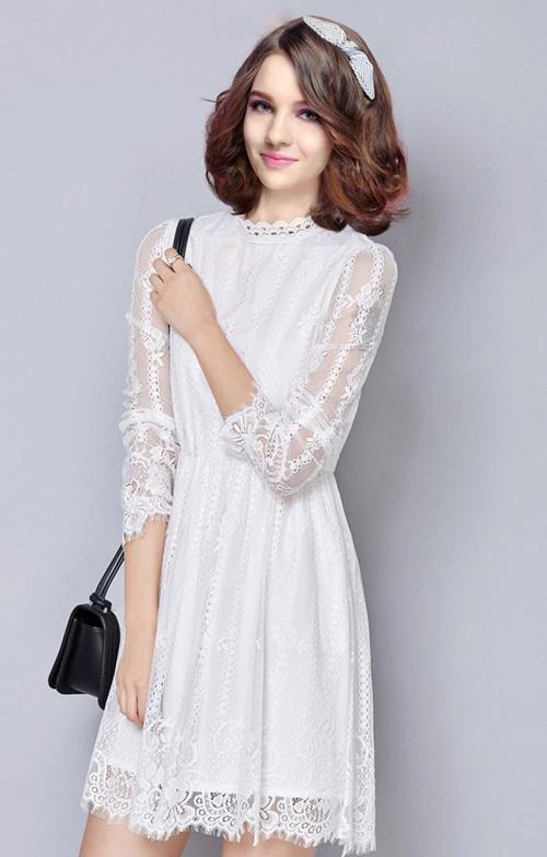 2cd89090a5e9350 Кружевные платья любой длины, расцветки и объема в полном смысле слова  переполнили подиумы. Также Кутюрье ведущих домов мод предоставили всеобщему  вниманию ...