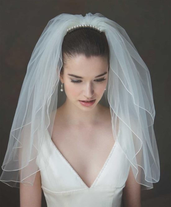 Белое свадебное платье с белой фатой