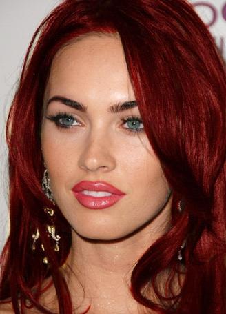 Меган Фокс с красными волосами