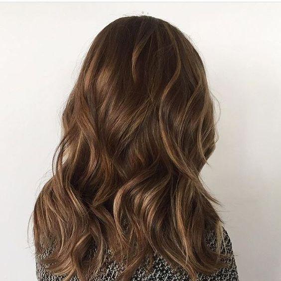 Шоколадные волосы вид сзади