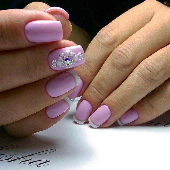 Нежный маникюр на короткие ногти