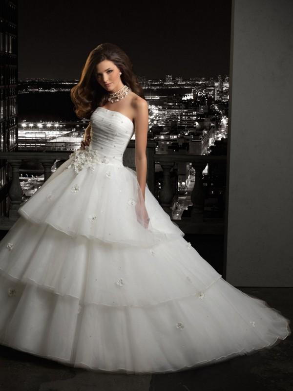 Картинки девушек в пышных свадебных платьях