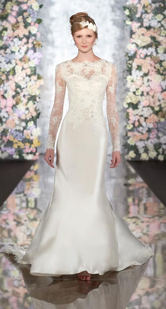 Невеста в шелковом платье