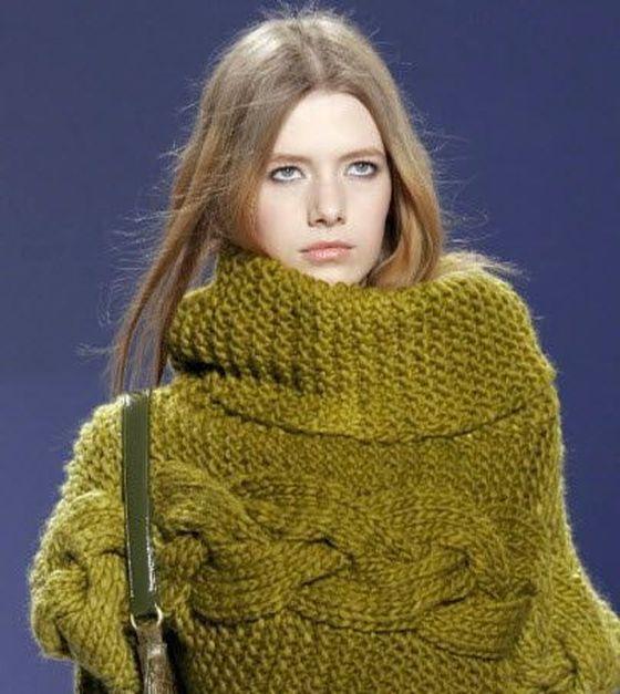 Зимний свитер с большим воротником