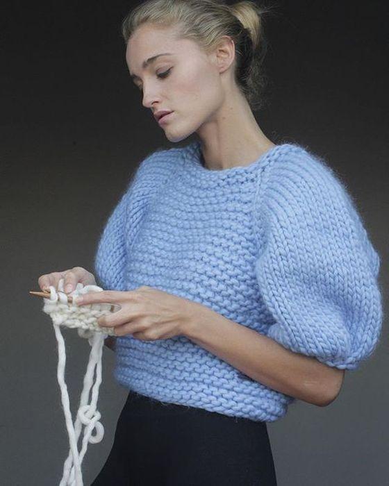 Нежный голубой свитер